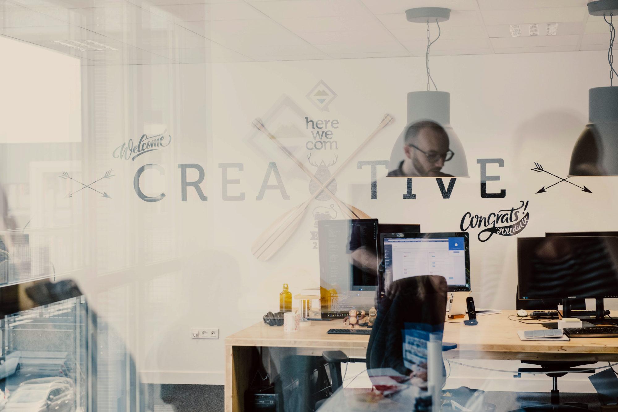 Nous recrutons un(e) directeur(ice) artistique web / UI Designer !
